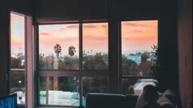 Ciszej proszę! Okna w miejskiej dżungli fot. OknoPlus
