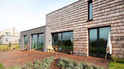 Dom wyposażony w aluminiowe okna OknoPlus Superial