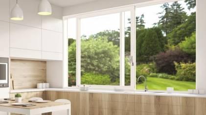 Przesuwne okno kuchenne - wygoda i szczelność z okuciem Roto