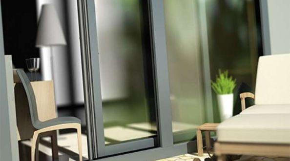 Przeszklenia z PVC wyglądające jak okna aluminiowe
