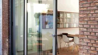 Drzwi harmonijkowe (składane) Reynears CF77. Projekt: Ardies Lernout Architecten.