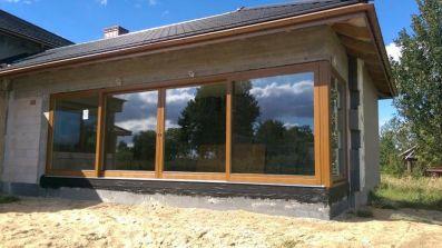 Wielkie drewniane drzwi przesuwne HST Sokółka Elite 92 w domu jednorodzinnym