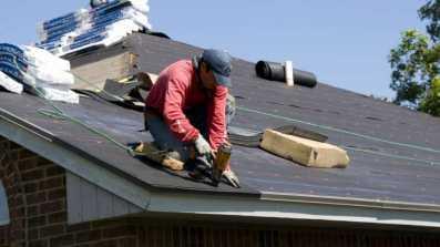 Zasady montażu okien dachowych. O czym pamiętać, montując na krokwiach, łatach i wymianach?