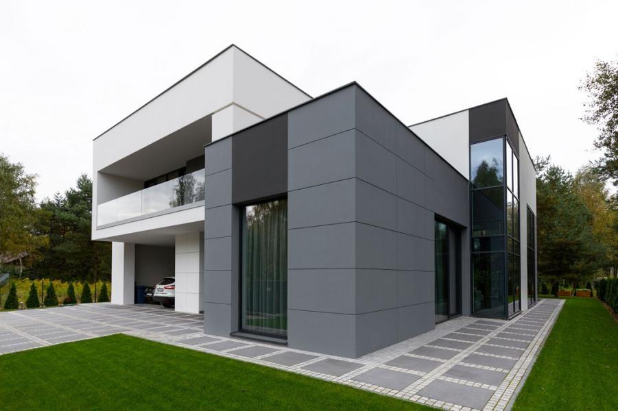 Nowoczesny dom jednorodzinny wyposażony w stolarkę aluminiową