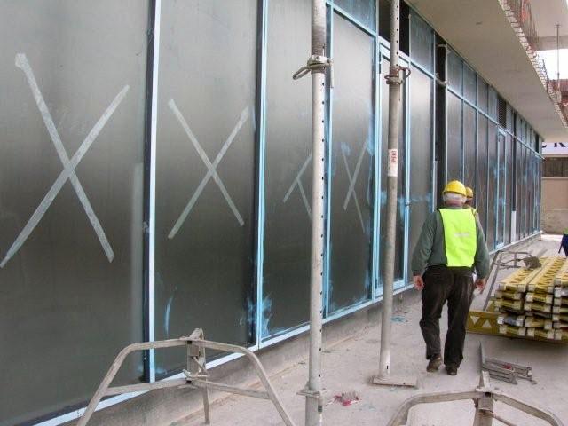 Okna zabezpieczone płynną folią Protectapeel Glasstrip Advanced
